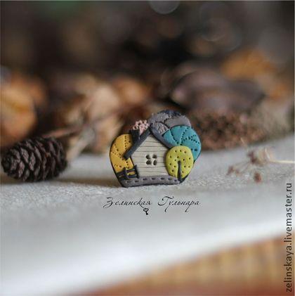 Домик в лесу. маленькая брошь - серый,домик,бирюзовый,желтый,салатовый
