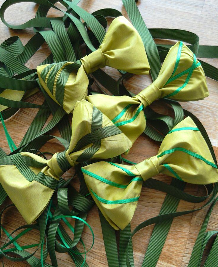 Handmade silk Bowties with grosgrain ribbon #simonsbowties #handmade #silk #fashion #bowtie
