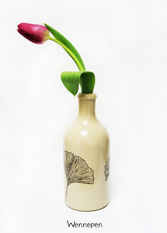 Handbeschilderd aardewerk kruikje/vaasje ginkoblad door wennepen, €19.50