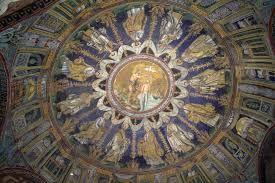 Battisterno neoniano o degli Ortodossi; prima metà del V secolo; Ravenna; mosaico della cupola.   L'esterno, di pianta ottagonale, è anche qui sobrio, con semplici mattoni a vista. L'interno si presenta ricchissimo, con un doppio ordine di arcate e una cupola; quest'ultima, interamente mosaicata, presenta due fasce concentriche attorno a un nucleo centrale. Qui, il Salvatore è presentato frontalmente immerso nelle acque del Giordano; sopra di lui, una colomba ad ali spiegate.
