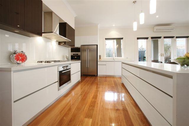 'Luna White' benchtops - Melb. Contemporary Kitchens VIC : Residential Gallery : Gallery : Quantum Quartz, Natural Stone Australia, Kitchen Benchtops, Quartz Surfaces, Tiles, Granite, Marble, Bathroom, Design Renovation Ideas. WK Marble & Granite Pty Ltd Australia.