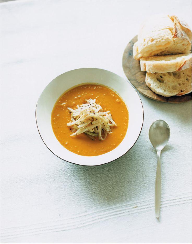 【SPUR】かぼちゃのスープ スパイスセロリ添え - 今月のスープ | vol. 08 | 長尾智子の「ごちそうは、ひと皿のスープ」