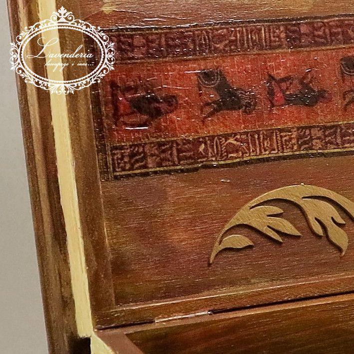 """Skrzynka, """"Książka Skarb"""" z drzewa,motywem przewodnim jest Egipt.Ozdobiona techniką decoupage."""