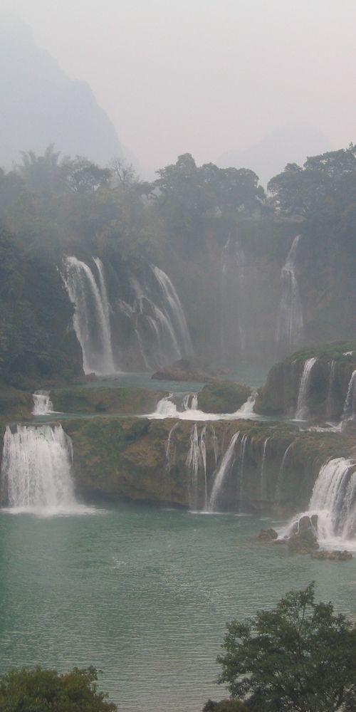 Ban Gioc–Detian Falls - Vietnam / China ... http://666travel.com/ban-gioc-detian-falls-vietnam-china/