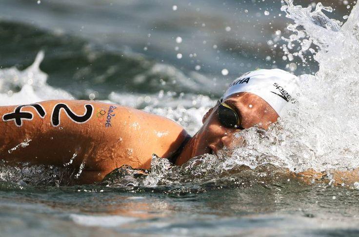 Poliana Okimoto conquista medalha de bronze na maratona aquática | VEJA.com