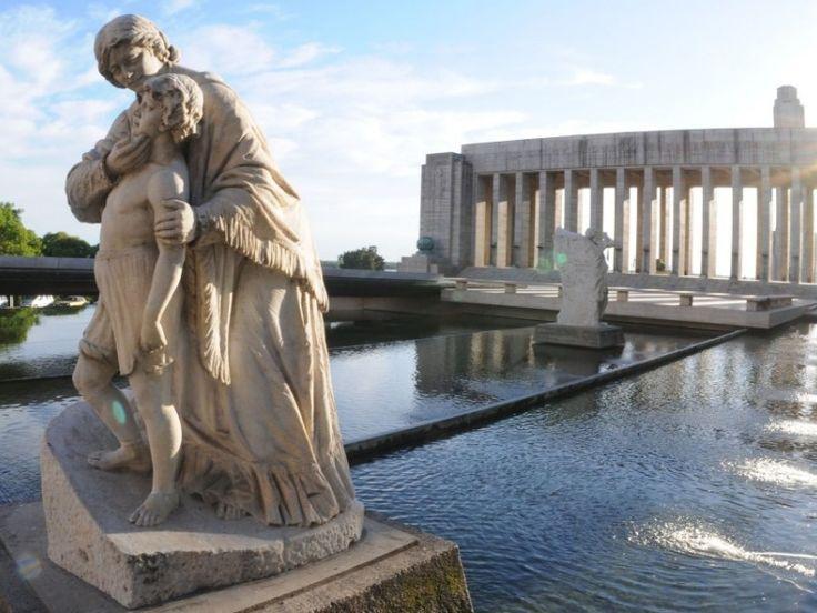 Monumentos y fuentes: Esculturas de Lola Mora - Pasaje Juramento