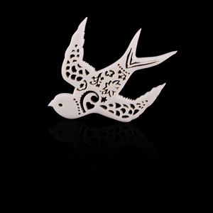 A Skulk of Foxes limited edition brooch. This bird is the cover art of a box set retrospective from the brilliant-and-underrated band, Blackeyed Susans.