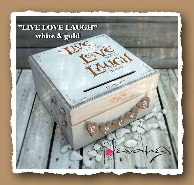 Ξύλινο χειροποίητο κουτί ευχών με σχισμή στο καπάκι για να ρίξουν μέσα τις ευχές τους οι καλεσμένοι σας. Κουτί ευχών σε χρώμα λευκό με χρυσό με τις λέξεις