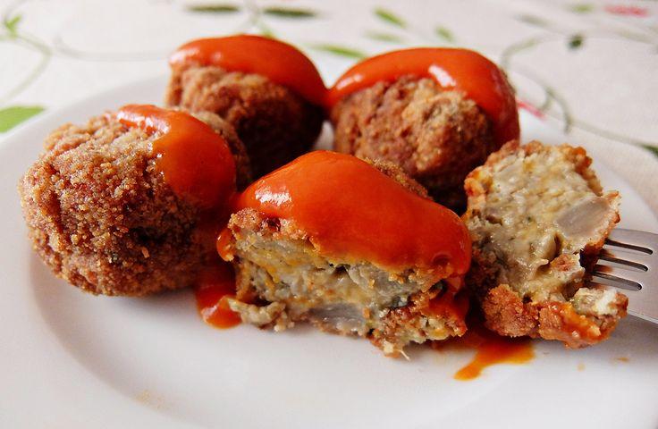 Os encantarán estas albóndigas ligeritas, diferentes, deliciosas.. que se pueden tomar frías como picoteo ó calentitas con alguna salsa al gusto. Ingredientes: 3 berenjenas medianas 1 cebolleta 2 d...