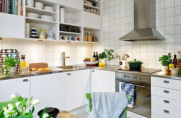 via decoist. scandinavian style with good storage space.