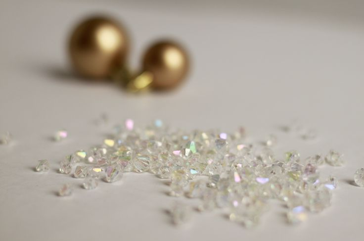 Remember my DIY pearl ornament  from last year? Well this year I wanted to add even more shimmer to my tree, the DIY way. Here is what I c...