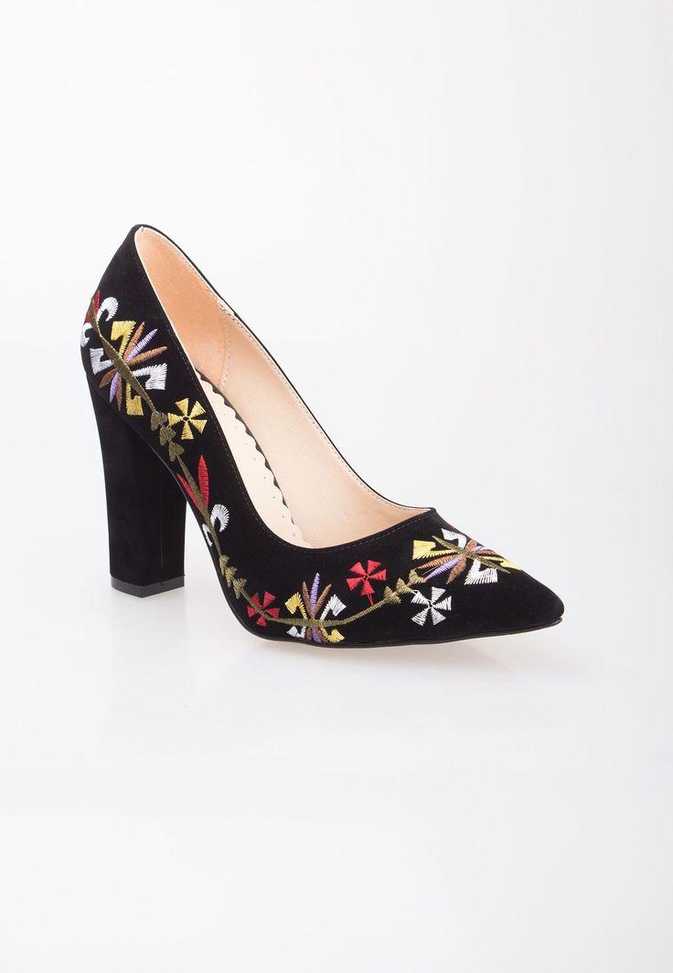 resm Mar Siyah Süet İşlemeli Bayan Kalın Topuklu Ayakkabı
