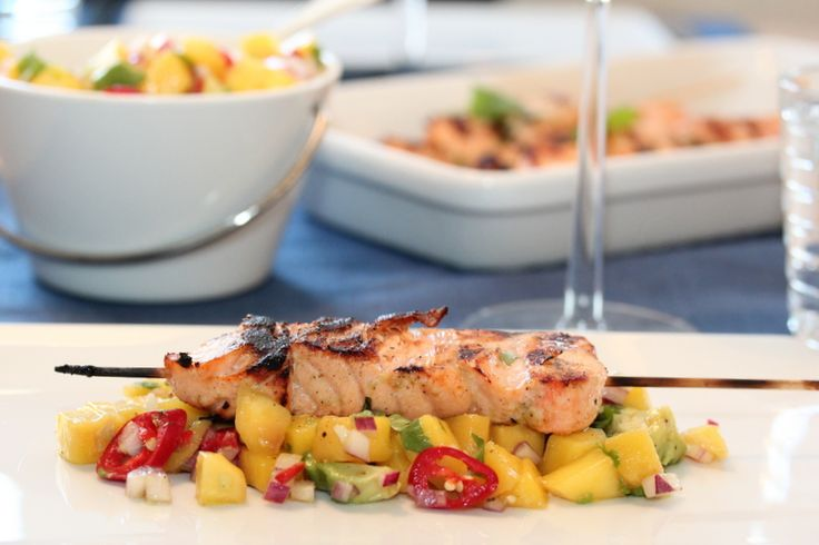 Lime marinated salmon with mango- and avocado salsa