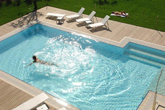 Lake Garda hotels, apartments, camping, bed & breakfast + tourist information