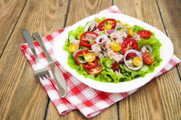Картофельный салат с тунцом, ссылка на рецепт - https://recase.org/kartofelnyj-salat-s-tuntsom/  #Салаты #блюдо #кухня #пища #рецепты #кулинария #еда #блюда #food #cook