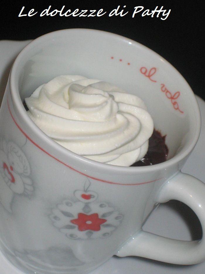 CIOCCOLATA DENSA CON PANNA - Qui la #ricetta #BlogGz: http://blog.giallozafferano.it/sanpatty/cioccolata-densa-con-panna-ricetta-golosa/ #GialloZafferano #cioccolata #panna #merenda