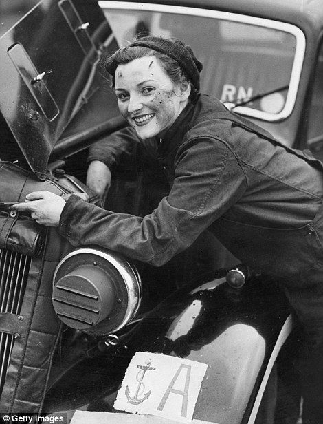 Picture Of Woman Fixing Car During Ww