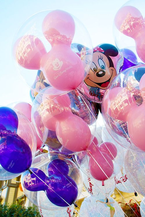 Did you know that if your Mickey Mouse balloon pops while you are at Disneyland, you can bring it back to the balloon vendor who will give you another one for free? #Disney #balloons
