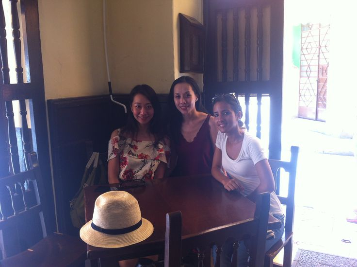 Memories of a Full Day #Havana #Tour, Anilka tour leader with two cool Hon Kong girls.