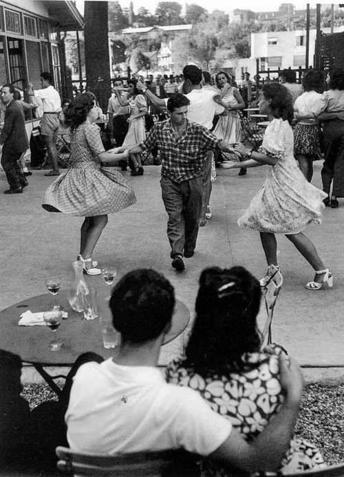 Les guinguettes, Joinville, 1947 by Willy Ronis