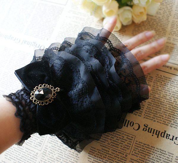 Bracelet manchette en couche de dentelle noire