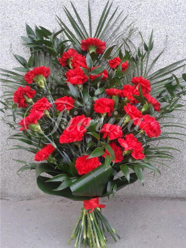 Smuteční kytice z karafiátů