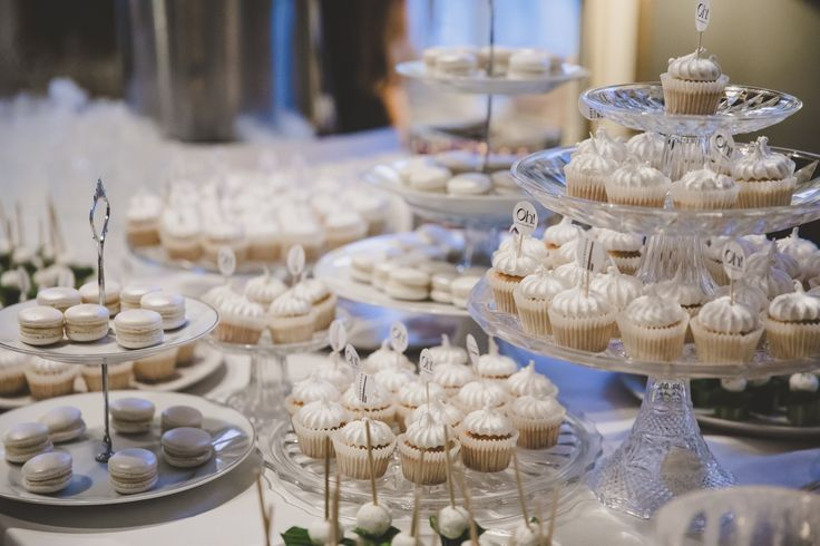 White cupcakes and macarones for our White Furry Event