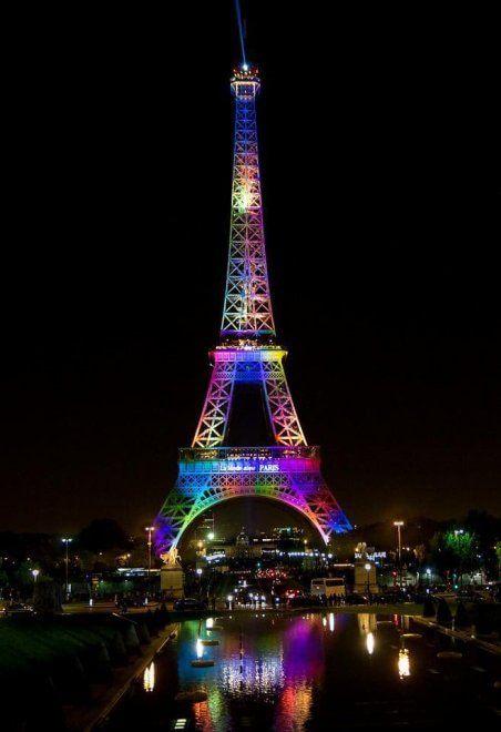 Strage Orlando, la Torre Eiffel è arcobaleno