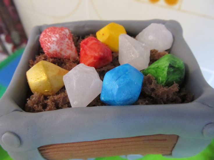 #Diamanti, i #sette #nani, #biancaneve in #pdz (#pasta di zucchero). #Cake Design, #isomalto