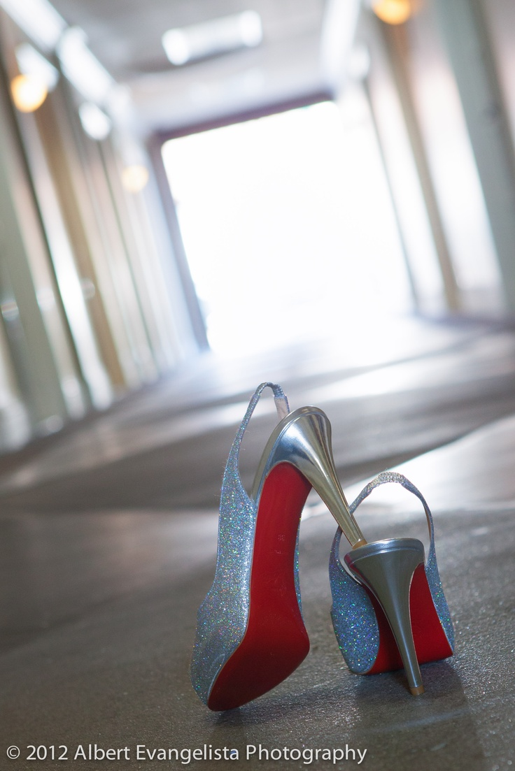 Until today, I thought #ChristianLouboutin was just a RED shoe....I get it now! =) #wedding #photography #shoe