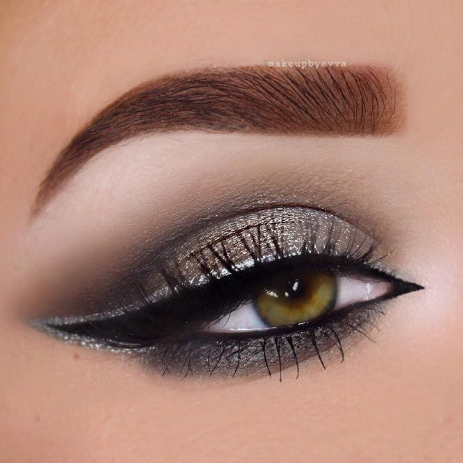 Pretty eye makeup is what women are searching for day after day. And when you are tired of the endless research, we always have something in store for you!