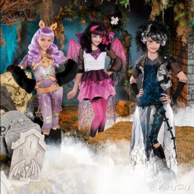 Monster High's Frankie Stein, Draculaura and Clawdeen Wolf are the year's most freaky-fabulous Halloween costumes for girls with great ghoulfriends! #partycity #halloween