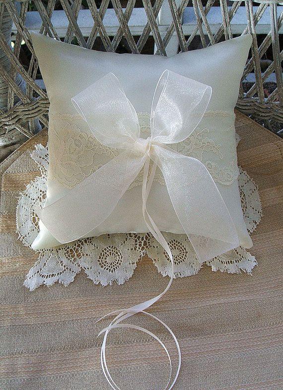 """Matrimonio cuscino, cuscino anello, bianco cuscino, o cuscino avorio Organza fatti a mano """"e"""""""