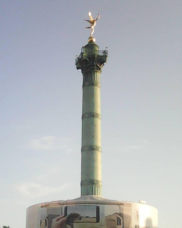 La liberté entourée de publicité  à méditer... #placedelabastille #bastille #Bastille #liberte #geniedelaliberte #AugusteDumont #colonnedejulliet #paris #publicite #marketing
