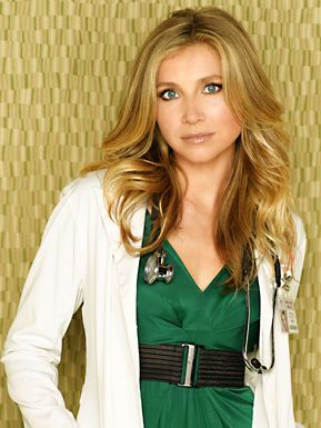 "Sarah Chalke as Dr. Elliot Reid on ""Scrubs."" SUPER HOT AND IN MY FAVORITE COLOR!"