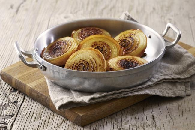 Bakt løk - Løk får en helt særegen sødme når den bakes i ovn, og er spesielt godt til biff.