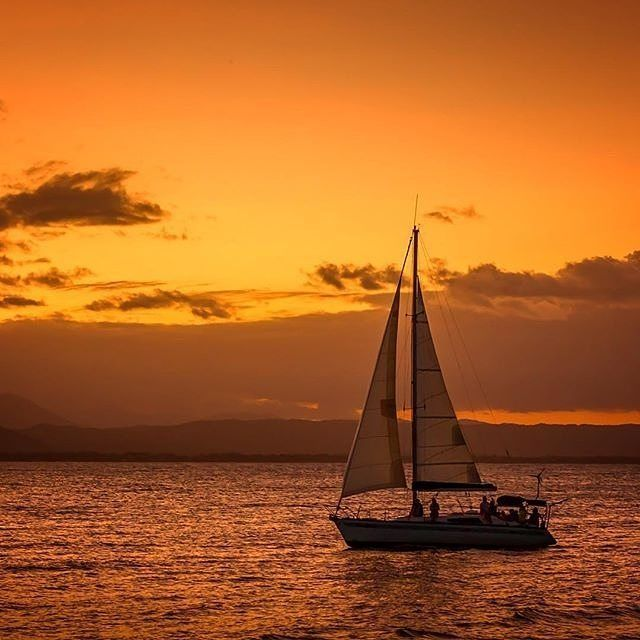 Hands up if you'd rather be on this yacht right now, sailing into the @tropicalnorthqueensland sunset🙌 These lucky passengers were sailing on Dickson Inlet in the beautiful @portdouglasdaintree region. This part of @queensland is not only about beaches and sunsets though, it's also steeped in Aboriginal history - try a guided Dreamtime Walk with one of the traditional owners of the #MossmanGorge, the Kuku Yalanji people - and be sure to drop in to #JanbalGallery to see talented local…