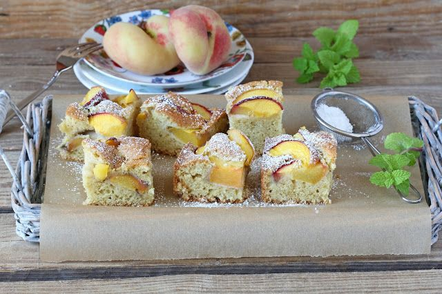 Sponge cake with greek yogurt and fresh peach