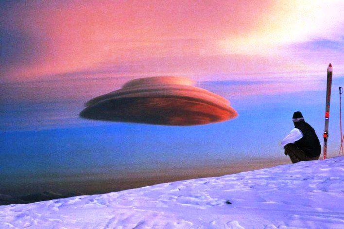 Gambar Foto awan yang berbentuk UFO