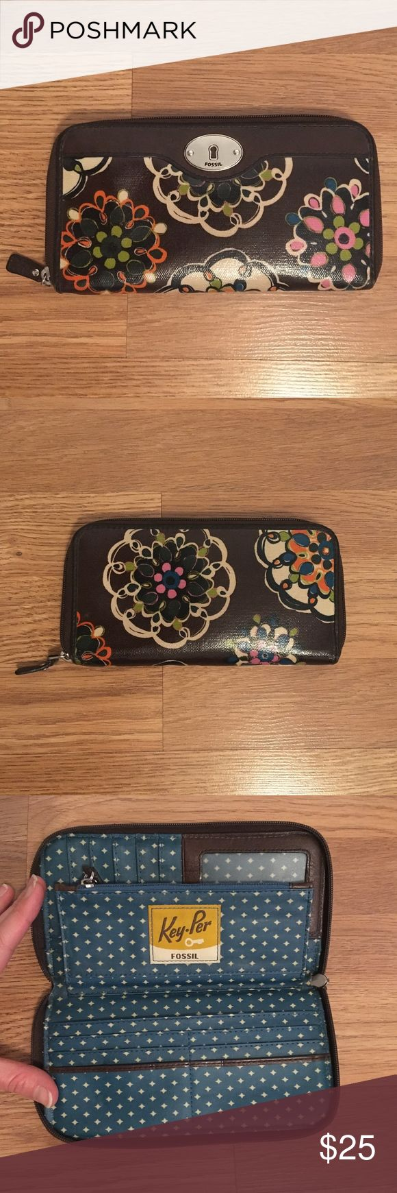 Fossil Key-Per Brown Floral Clutch Zip Wallet Beautiful authentic Fossil Keyper …