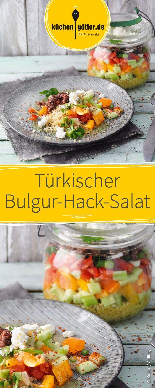 Dieses Gericht kann super leicht vorbereitet und ganz einfach für die nächste Mittagspause mitgenommen werden. Der Türkischer Bulgur-Hack-Salat schmeckt köstlich!