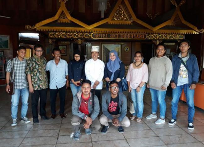 Pekanbaru, Oketimes.com - Drs. H. Syamsuar MSi, komit untuk mundur dari jabatannya sebagai Bupati Siak jika Undang-undang mengharuskan begitu. Bahkan Syamsuar secara gamblang