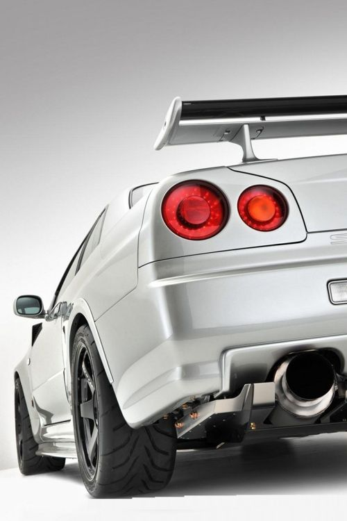 Wow, now that is a great picture of a great car.  Nissan Skyline GTR
