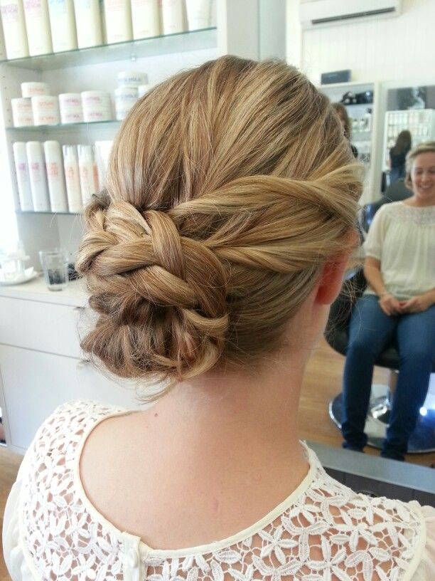 Spring upstyle with braid