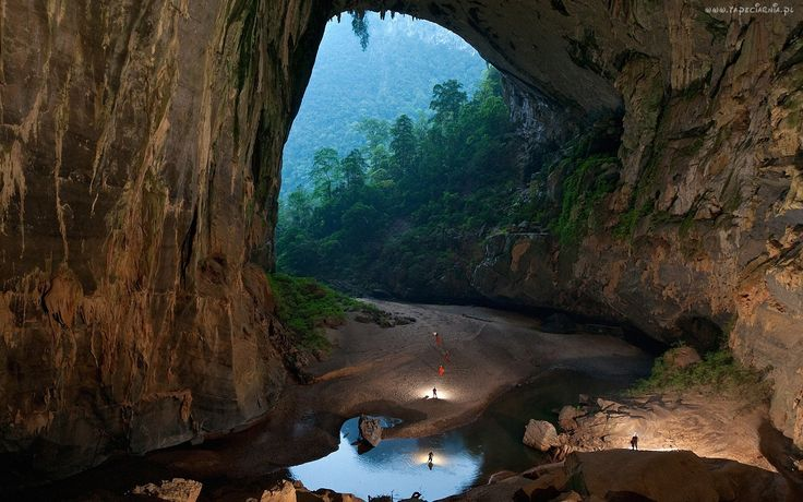 Skały, Jaskinia, Ludzie, Drzewa, Woda