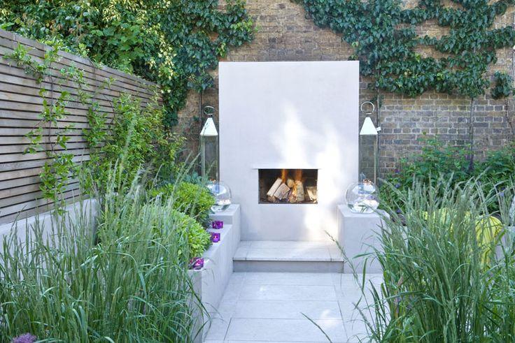 Small backyard. Grey fence stain + fireplace. small terrace #patio #garden