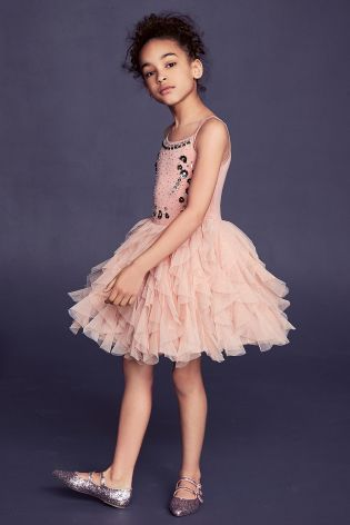 The cutest little pink dress, let your daughter become a real life princess for the day in this gorgeous number!