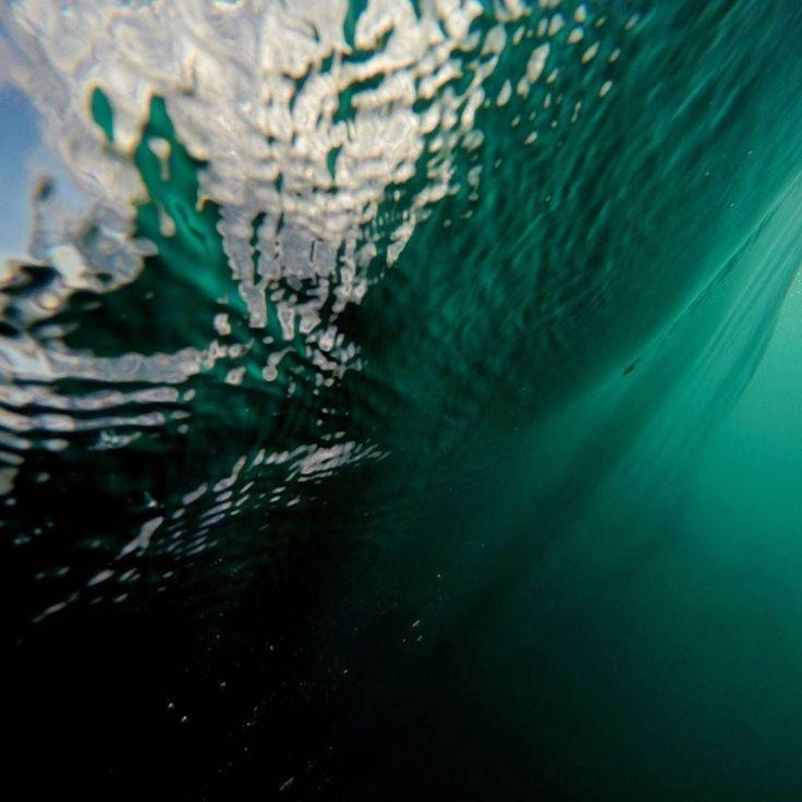 Momenty pod wodą. Zapraszamy na naukę surfingu. Od początkujących aż po zaprawionych w boju surferów i surferki małych i dużych bo surf jest dla każdego. - #surf #polskisurfer #surfwyjazdy #laspalmas #grancanaria #podróże #surfkanary #hitidetravel #hitide #podróże #wycieczki #polskisurfhouse #naukasurfu #surfszkola #wakacje #obozysurfingowe