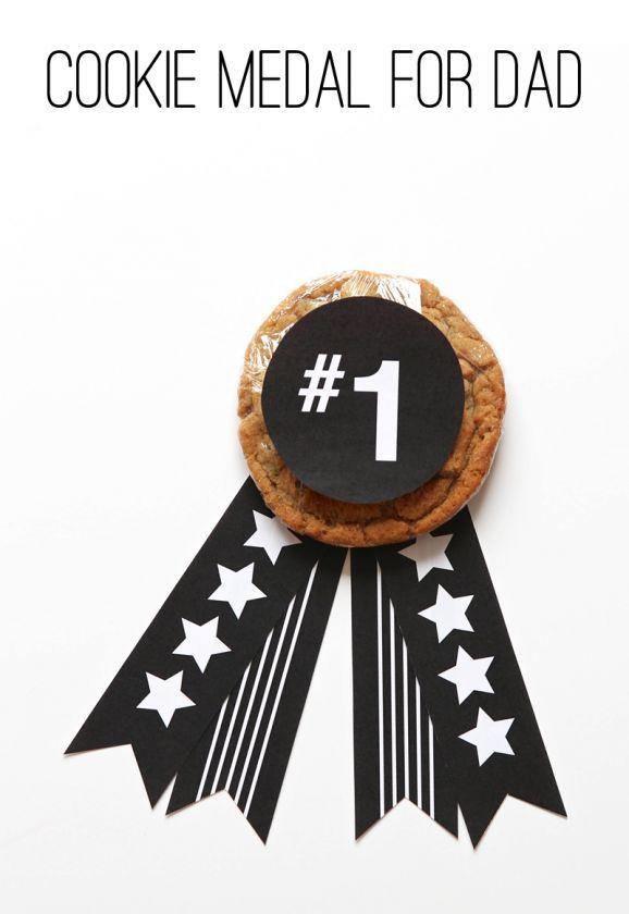 Love this Father's Day Cookie Award with free printables from @PagingSupermom.com.com.com