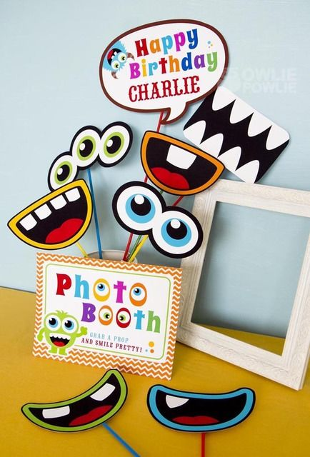 PRODUTO POSSÍVEL Photo booth at a Monster Party #monster #partyphotos